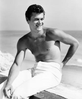bw-tc-shirtless-at-beach