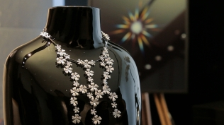 de-beers-necklace-from-the-wildflowers-collection